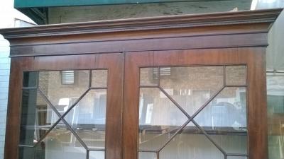 15J04116 GEORGIAN MAHOGANY AND GLASS BOOKCASE CUPBOARD (2).jpg