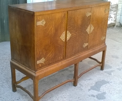 15J04117 ENGLISH OAK SIDEBOARD (2).jpg
