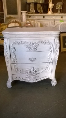 15J09 DISTRESS PAINTED CHEST (1).jpg