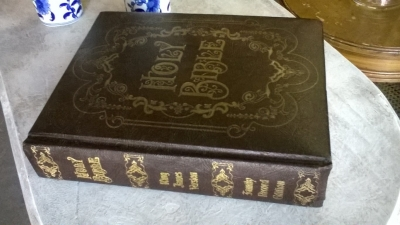 15J04600 KING JAMES BIBLE (1).jpg