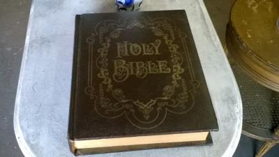 15J04600 KING JAMES BIBLE (2).jpg