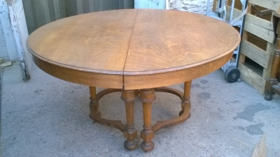 15J08002 ROUND ENGLISH OAK TABLE WITH LEAF (1).jpg