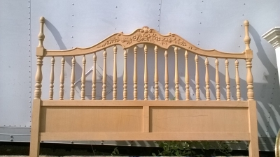 15J08203 KING BED WITH SPINDLES.jpg