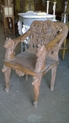 02-CARVED BEAR CHAIR (2).jpg
