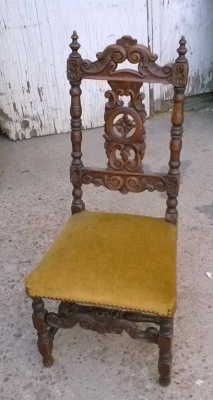 15J15 CARVED CHILDS CHAIR (1).jpg