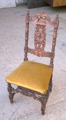 15J15 CARVED CHILDS CHAIR (2).jpg
