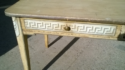 15J15 GREEK KEY PAINTED TABLE WITH 2 DRAWERS (2).jpg