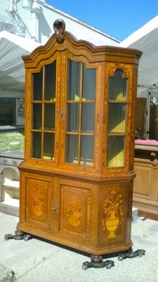 15J15 ITALIAN CHINA CUPBOARD (1).jpg