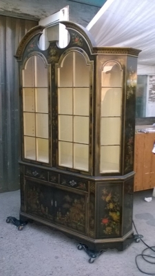 15J15 LIGHTED ASIAN DISPLAY CABINET (1).jpg