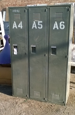 15J14 SET OF METAL LOCKERS.jpg