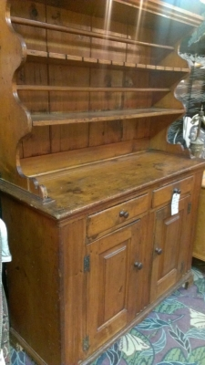 36 83803 19TH CENTURY HUTCH WITH DOVETAILED CORNER DETAIL (1).jpg