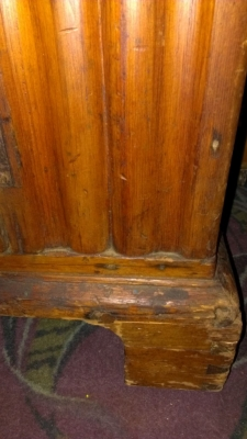 36 83803 19TH CENTURY HUTCH WITH DOVETAILED CORNER DETAIL (2).jpg
