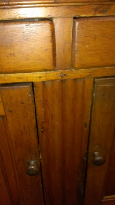 36 83803 19TH CENTURY HUTCH WITH DOVETAILED CORNER DETAIL (3).jpg