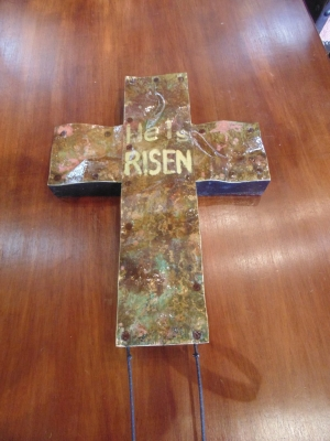 14D07600 HE IS RISEN COPPER CROSS ON WOOD.JPG