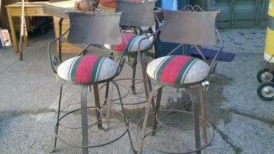 15K24503 SET OF 3 METAL BAR STOOLS.jpg