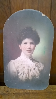 15K24527 ARCHED UNFRAMED PHOTO OF A WOMAN.jpg