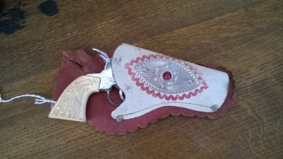 15K24602 TOY PISTOL AND RED AND WHITE HOLSTER.jpg