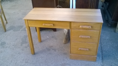 15K24652 RANCH OAK DESK.jpg