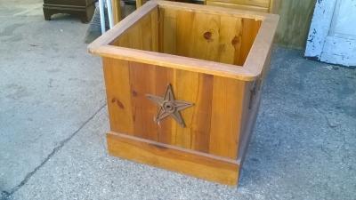 15K24692 LARGE WOOD STAR BOX OR PLANTER.jpg