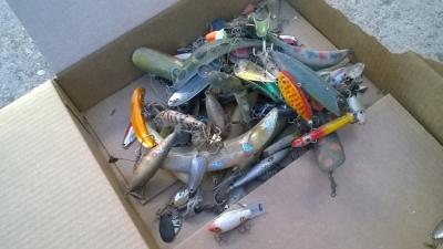 15K24693 25 FISHING LURES.jpg