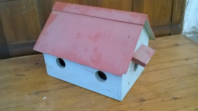 15K24725 BLUE  BIRD HOUSE WITH RED ROOF.jpg