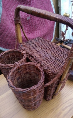 15K24751 BASKET WITH 2 BOTTLE HOLDERS.jpg