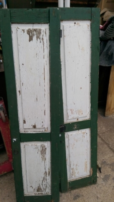 15K24758 PAIR OF SOLID GREEN AND WHITE SOLID SHUTTERS.jpg